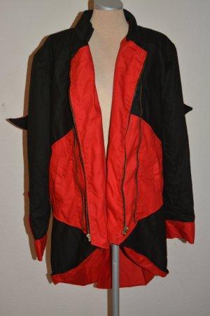 Manteau à capuche rouge brique-noir
