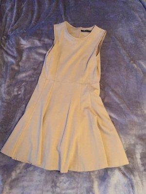 Kamelfarbenes Kleid