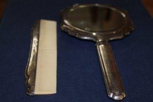 Kamm und Spiegel aus 835-er Silber