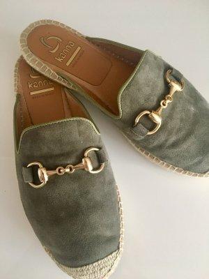 Kanna Mules / Slipper / Espandrilles in khaki (olivgrün) mit Gold Größe 39