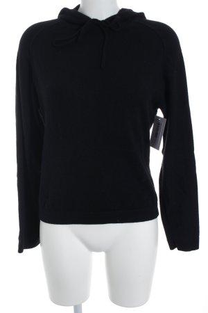 Jersey con capucha negro estilo sencillo