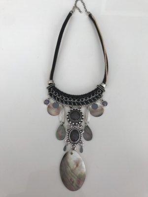 Karibik Halskette in silber  Optik mit leder Ansatz