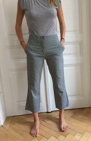 Karierte Hose schwarz-weiß mit ausgestellten Bein