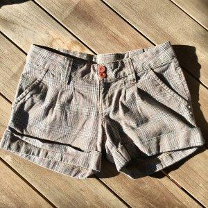 Karierte Shorts mit Manschetten
