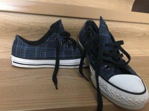 karierte Sneaker
