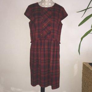 Kariertes Kleid im Stil einer Schuluniform