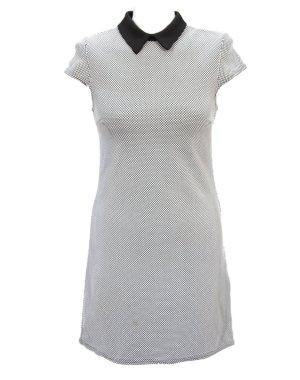 Kariertes Kleid  mit schwarzen Kragen