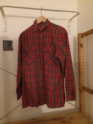 Kariertes, rotes Hemd