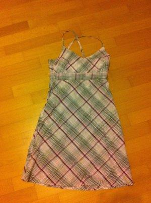kariertes Sommerkleid mit feinen Trägern