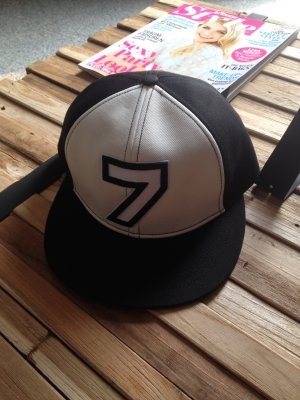 Karl Lagerfeld Baseball Cap white-black