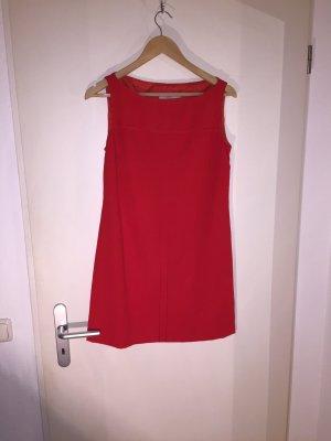 Karminrotes Kleid von Valentino inklusive dazugehörigem Blazer