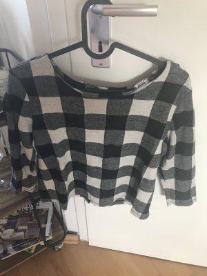 Karo-Shirt mit Knopfleiste und leichtem Carmenausschnitt
