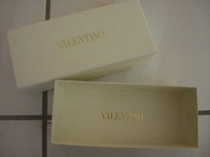Kartonbox von Valentino