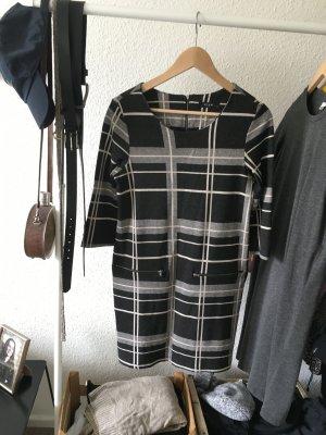 Kastenartiges, kariertes Kleid mit Reißverschlüssen