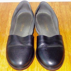 'Kauf Dich Glücklich' Schwarze Leder Ballerina Schuhe. Wenig getragen.