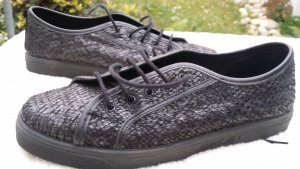 Kaum getragene Schuhe von Marc Cain aus besonderem schwarzen Leder