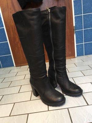 Kaum getragene Stiefel von Oxmox