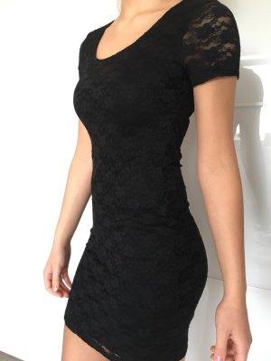 Kaum getragenes Spitzen Kleid