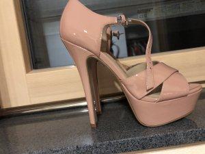 kaum getragne Schuhe