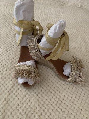 Sandalo alto con plateau oro-beige chiaro