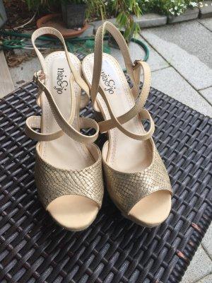 Keil Sandalen Gold Farben