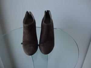 Keil-Stiefelette Elie Tahari Wildleder braun Gr. 37 wenig getragen