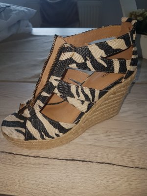 Akira Wedge Pumps light brown