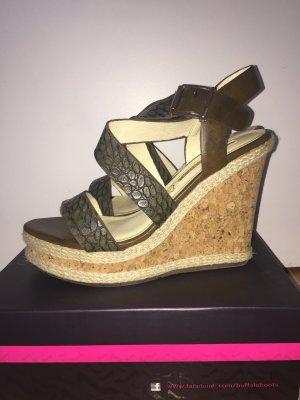 Keilabsatz Sandaletten mit Muster