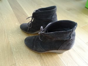 Görtz Shoes Wedge Booties taupe suede