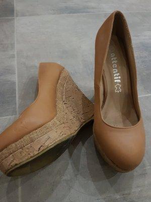 Attentif Zapatos de cuña marrón claro