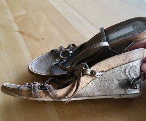 Keilabsatz Schuhe mit Riehmchen Gold neu
