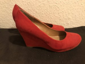 Wedge Pumps red