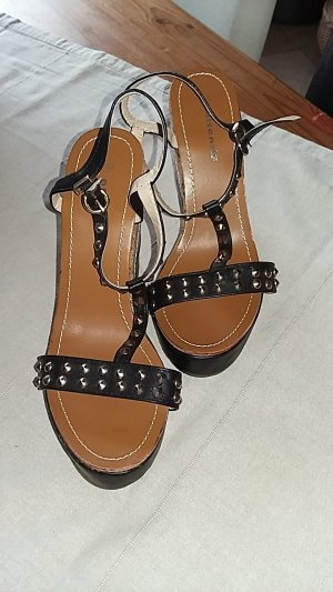 Attentif Strapped Sandals black