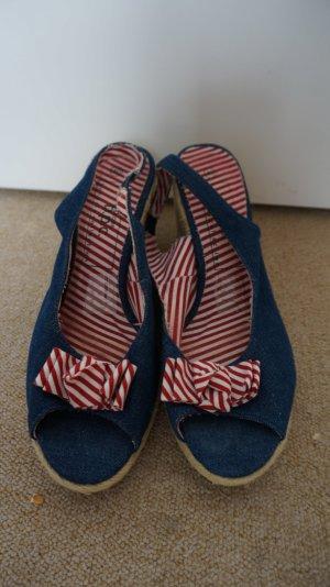 Keilsandalen/ Sandaletten. Jeansstoff
