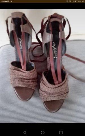 Sandalen met bandjes en hoge hakken bruin