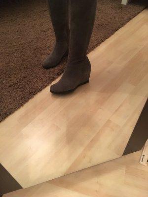 Keilstiefel in grau aus Wildleder!