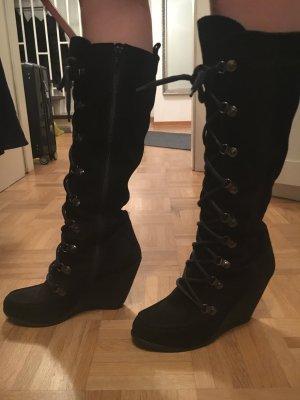 Keilstiefel in schwarz und zum Schnüren + Reißverschluss