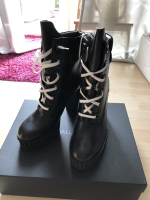 Kendall & Kylie Plateau Boots