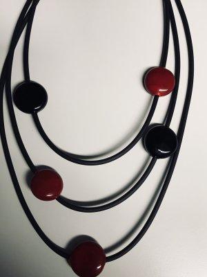 Kette 3/-fach , rot und schwarz in Kautschukband gefasst 42 cm lang