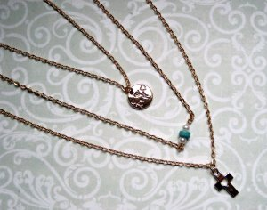 Kette 3-reihig Goldfarben Kreuz Perlen Türkis Weiß