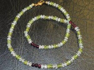 Kette aus Granat, Peridot und Bergkristall
