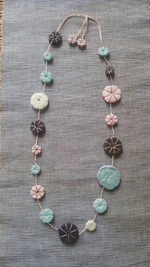 Kette aus Textil von Gudrun Sjoeden
