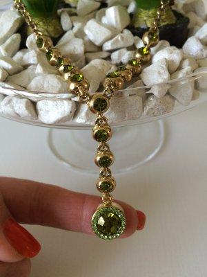 Kette goldfarben mit grünen Steinen von Zara