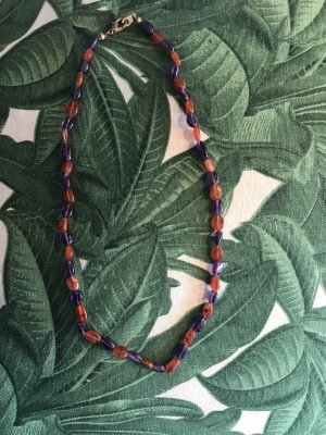 Collar rojo frambuesa-violeta amarronado