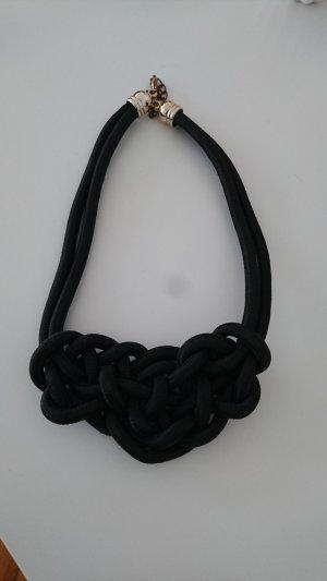 Kette in schwarz mit Knotendetail