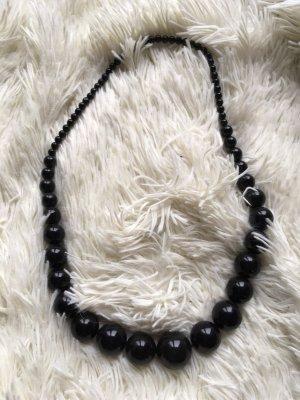Kette in schwarz mit Perlen