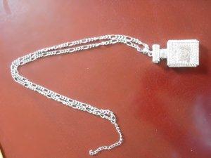 Collier argenté-blanc métal