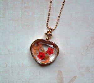 Kette mit echten Blüten im Glas Herz Goldfarben