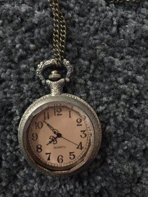 Kette mit einer Uhranhänger