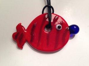 Kette mit Fisch-Anhänger aus Glas